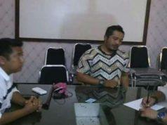 Rendra Hadikurniawan yang menghina Nabi melalui video di faceboooknya sedang diamankan di kantor Polisi