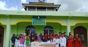 Foto Bersama Kegiatan bakti sosial Mahasiswa STIT Ar Risalah Sungai Guntung, Inhil