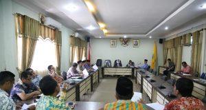 DPRD Rohul saat membahas LKPJ Bupati Tahun 2017