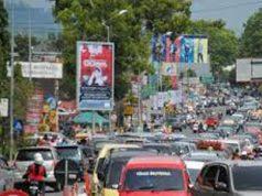 Ilustrasi - Padatnya arus jalan Padang Panjang menuju Bukit Tinggi