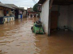 Kampung Melayu terendam banjir kiriman
