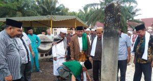 Proses peletakan batu pertama Kampus II Perguruan Tinggi Agama Islam Dar Aswaja Rohil