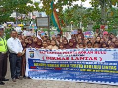 Foto bersama pada acara Police Goes To School di SDN 01 Rambah