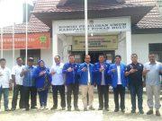 Sejumlah pengurus PAN Rohul berfoto bersama di Kantor KPU