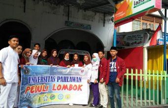 Organisasi Mahasiswa Universitas Pahlawan (UP) Bangkinang menyalurkan bantusn yang telah dikumpulkan