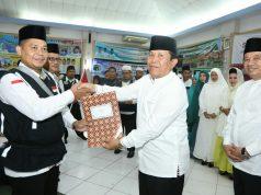 bupati Sukiman dan Pj Se3kda Rohul Abdul Haris, melepas JCH Rohul dari embarkasi Batam untuk bertolak ke Jedah melaksanakan ibdah haji.