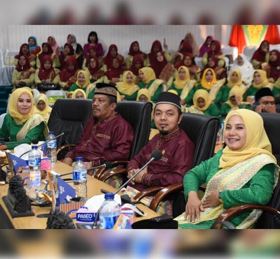 Anggota DPRD Kampar Rahayu Sri Mulyani, Zulfan Azmi, Jamris dan Sri Wahyu Setianingsih mengikuti jalannya rapat paripurna istimewa
