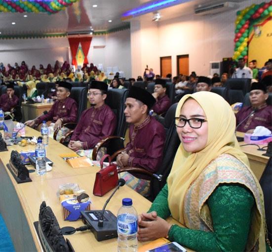 Anggota DPRD Kampar Triska Felly, Firman Wahyudi, Syahrul Aidi Maazat dan anggota lainnya mengikuti rapat paripurna istimewa