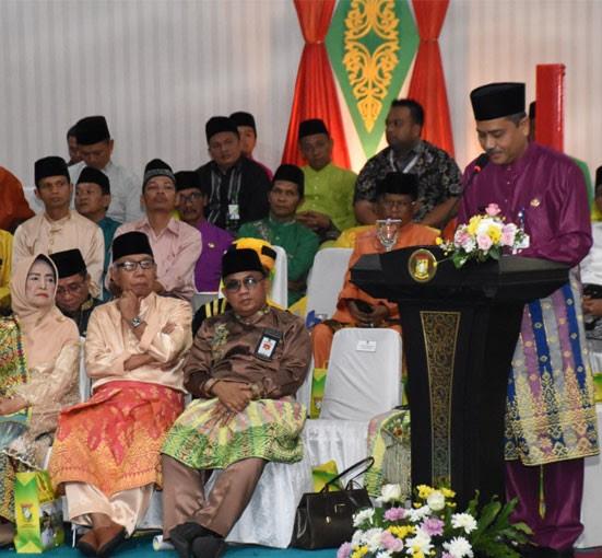 Gubernur Riau yang diwakili Sekdaprov Riau Ahmad Hijazi disaksikan forkopimda dan peserta rapat serta undangan sampaikan pidato pengarahan