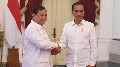 Prabowo Subianto saat bersalaman dengan Presiden RI Joko Widodo