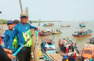 Bupati Rokan Hilir H. Suyatno di laut Kecamatan Sinaboi