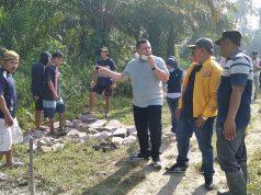 Dihadapan masyarakat yang bergotongroyong calon Bupati Asahan Rosmansyah STP merjanji akan proritaskan pembangunan di Desa Subur