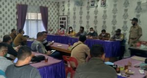 Rapat mediasi terkait limbah pabrik tepung kelapa milik CV Sejahtera dihadiri pihak perusahaan dan forkopimcam dan awak media