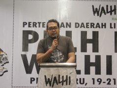 Direktur Walhi Riau terpilih 2021 - 2025, Boy Jerry Even Sembiring saat menyampaikan pidatonya di hadapan peserta, Kamis (21/10/2021) di Hotel Pangeran, Pekanbaru.